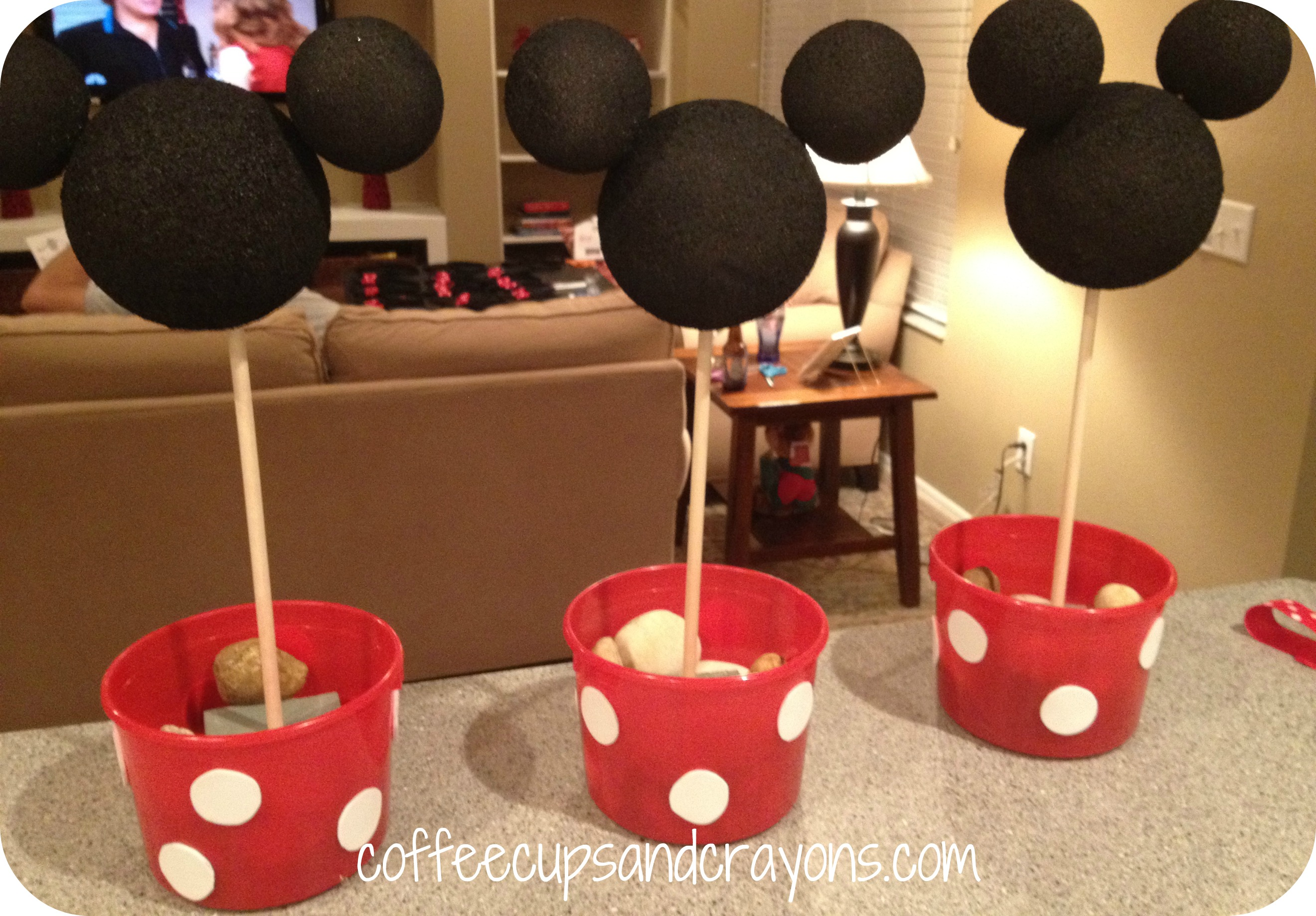 How to Make Easy Minnie Mouse Centerpieces
