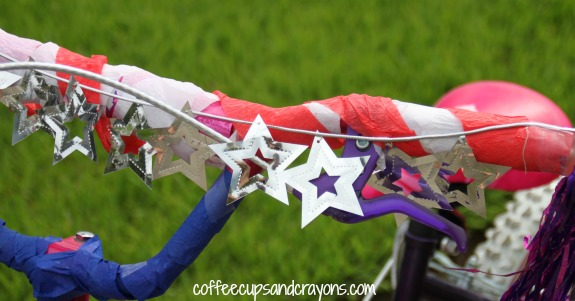 How to decorate a bike with crepe paper and straws!