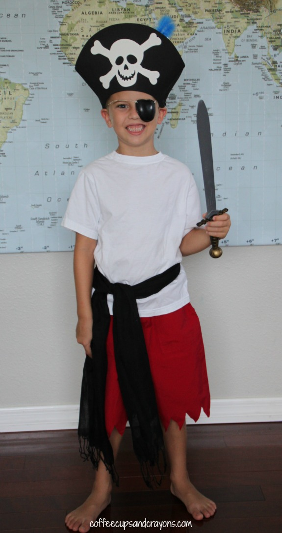 Easy no sew pirate dress up costume!