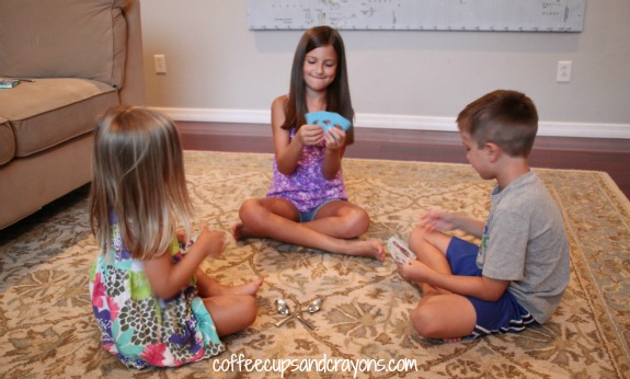How to play Spoons!  A fun family card game!
