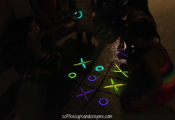 Play Tic Tac Glow--Glow in the Dark Tic Tac Toe!