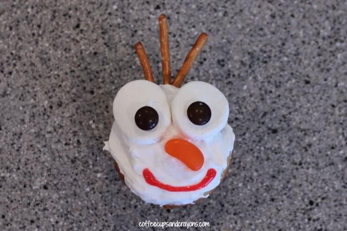 Easy Olaf Cupcakes!